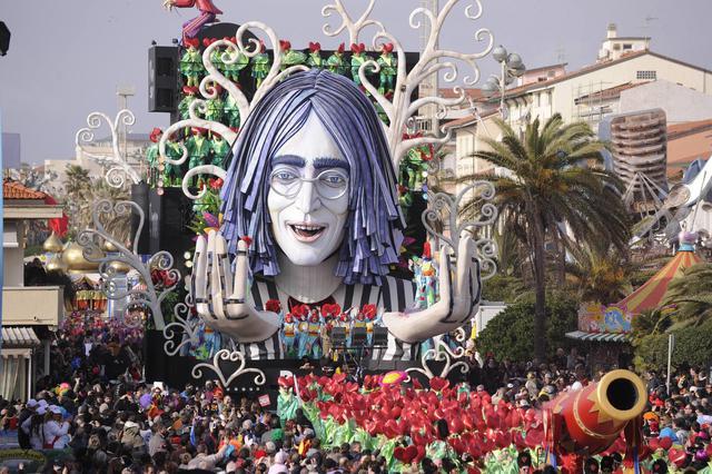 Una catena di pace per John Lennon e i migranti