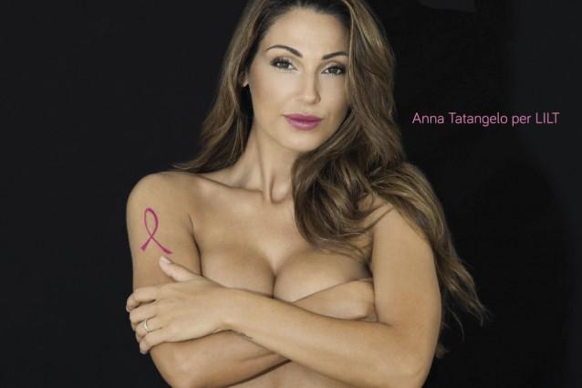 Scandalosa Tatangelo: nuda contro il tumore al seno