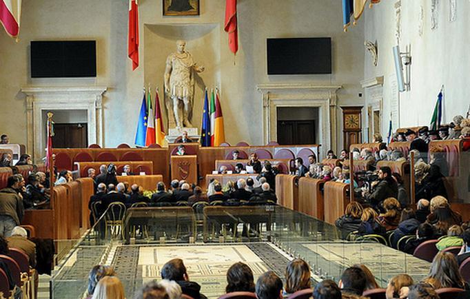 Voto a Roma, vincerebbe M5S con il 33%. Pd al 17%