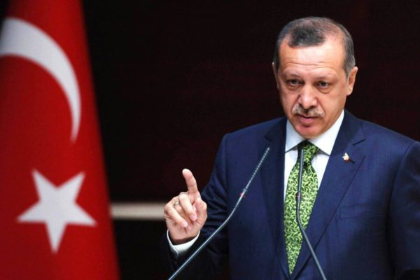 Turchia, Erdogan attacca i curdi siriani