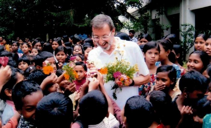 Bangladesh, ferito missionario italiano