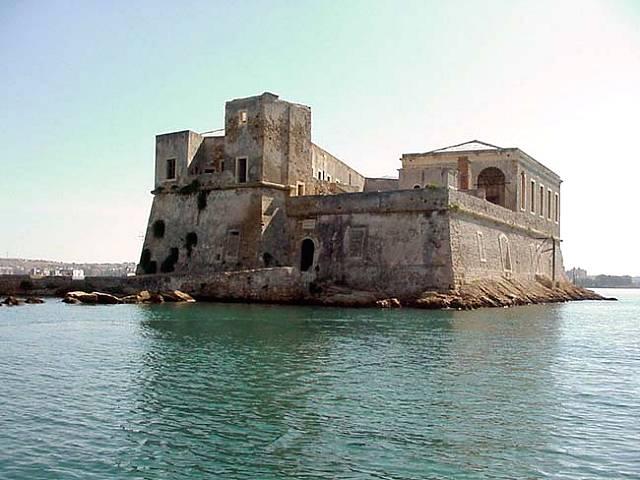 Castello svevo crolla insieme a secoli di storia