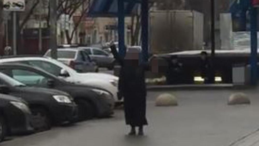 Mosca: donna urla 'Allah Akbar', in mano la testa di una bimba