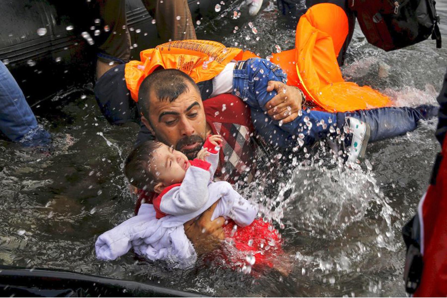 Pulitzer 2016: vincono foto dei profughi siriani