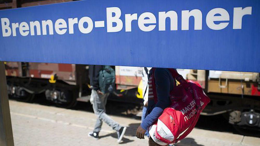 Migranti, Austria pronta a chiudere il Brennero