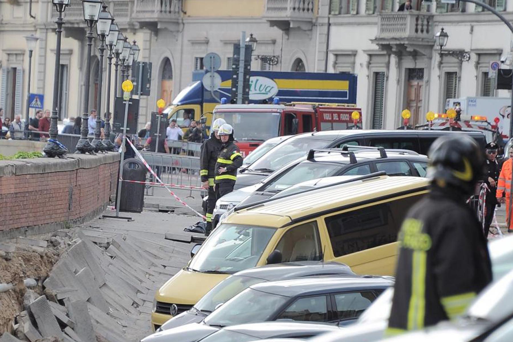 Sprofonda il Lungarno: crollo a Firenze-centro