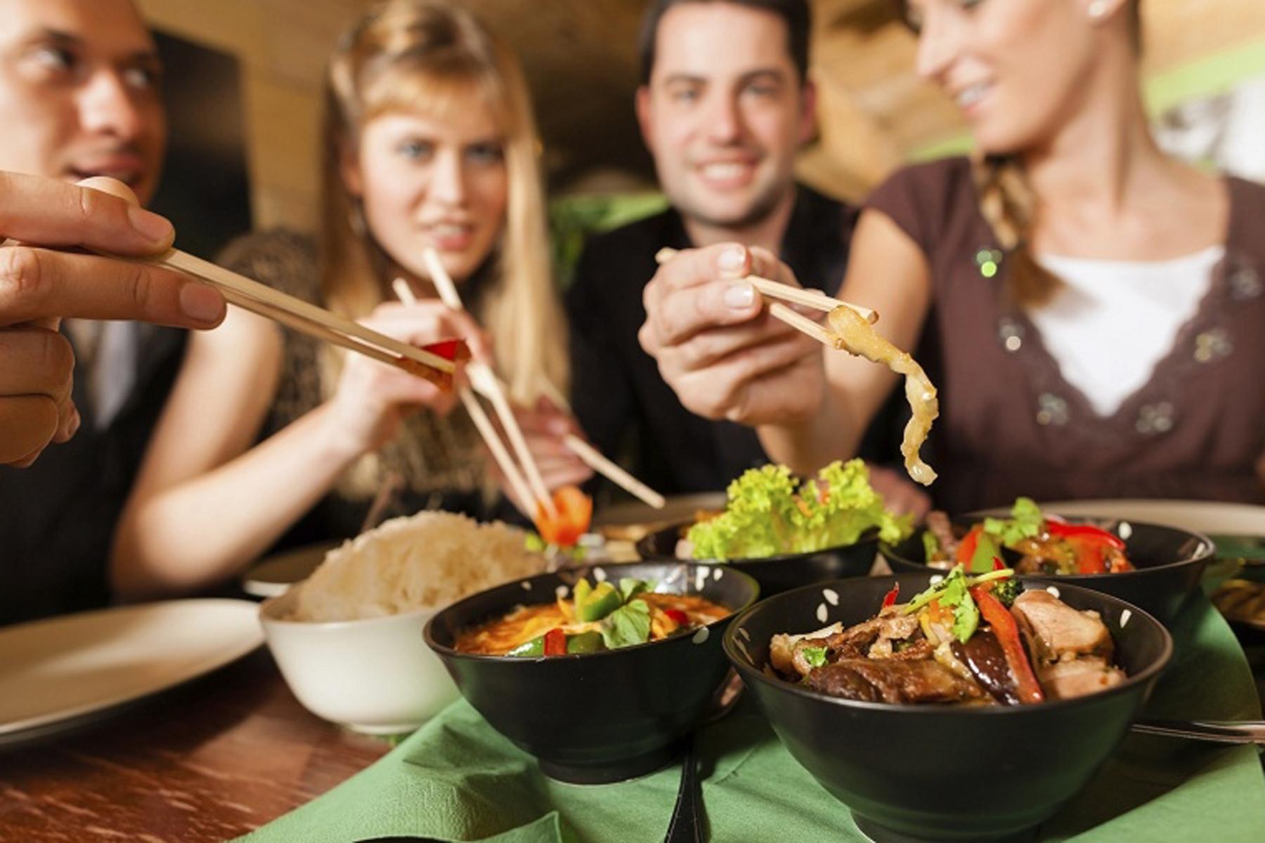Metti una sera a cena: tutti pazzi per il social eating
