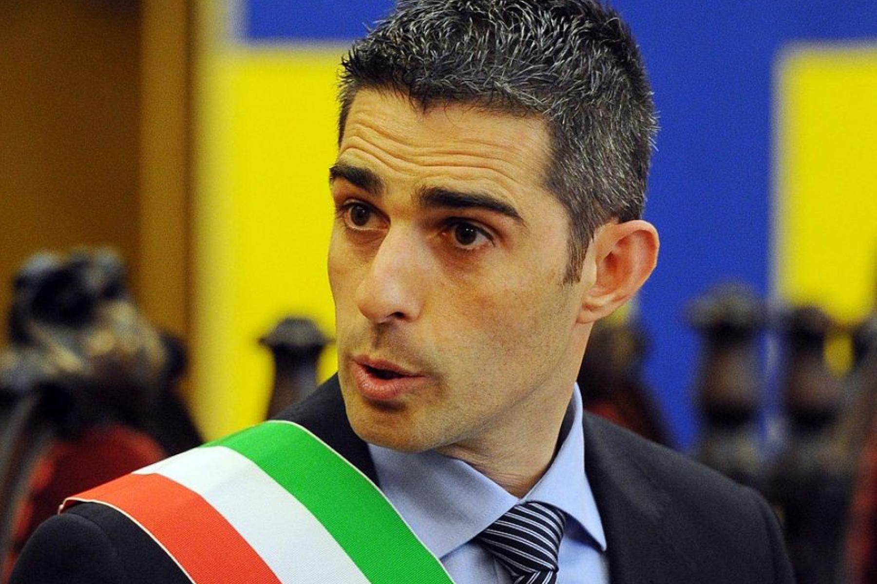 Parma, Pizzarotti indagato per abuso d'ufficio