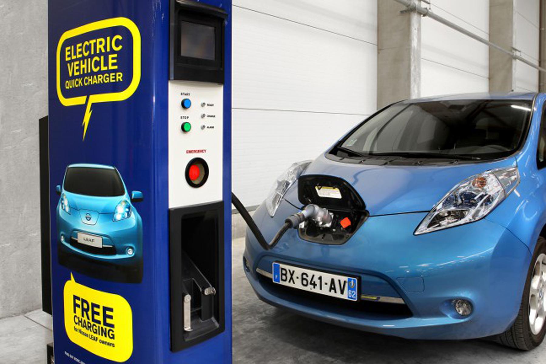 Giappone: più colonnine elettriche che benzinai