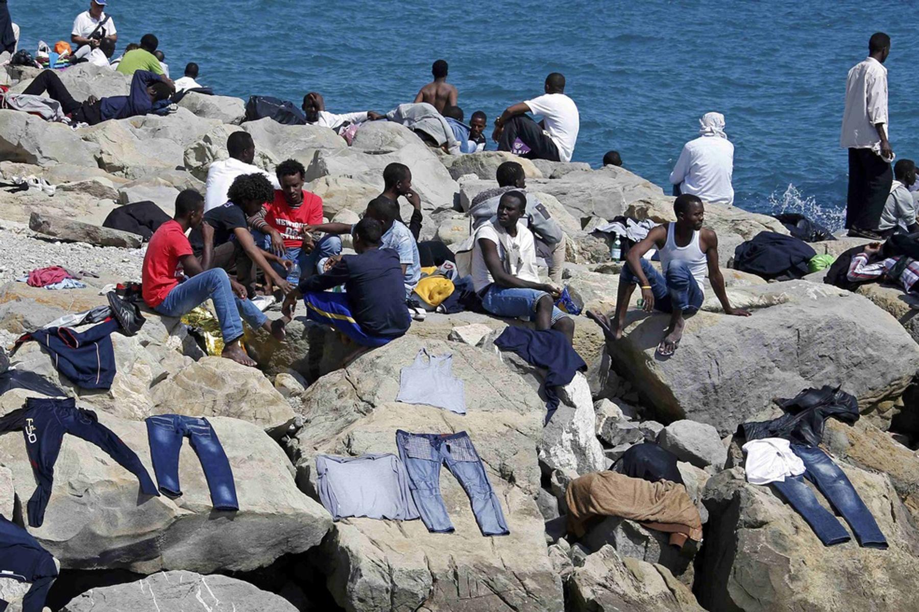 Ventimiglia, parroco: i migranti restano qui