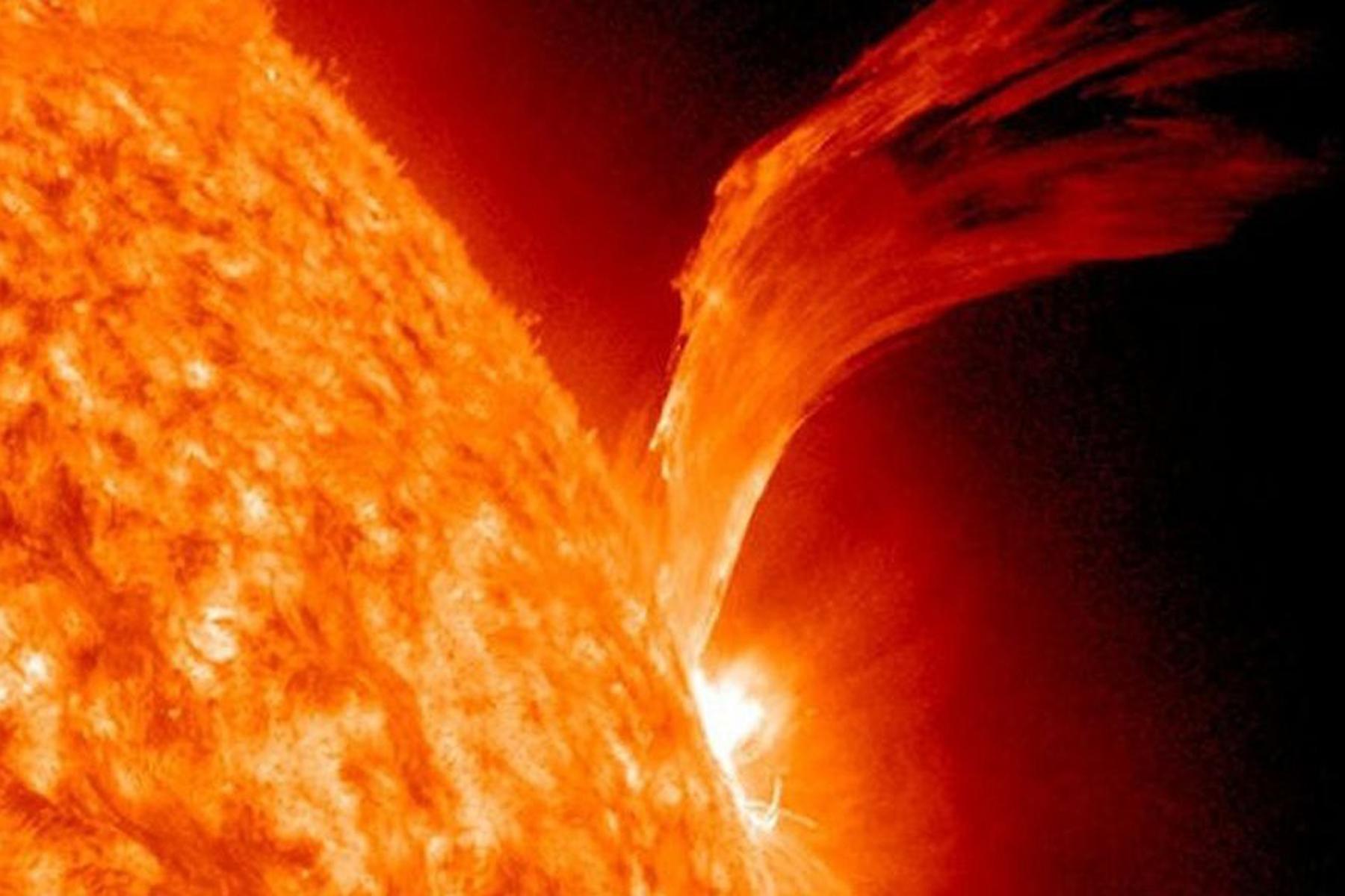 Eruzioni solari all'origine della vita sulla Terra