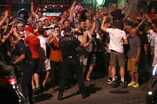 Tra scioperi e scontri, oggi al via gli Europei