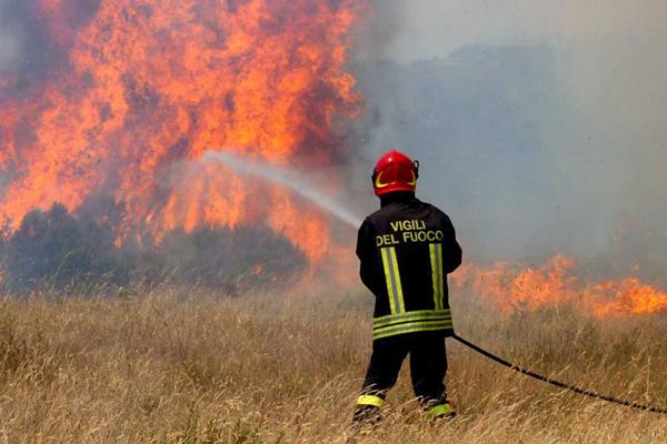 Incendi nel Palermitano: bimbi intossicati