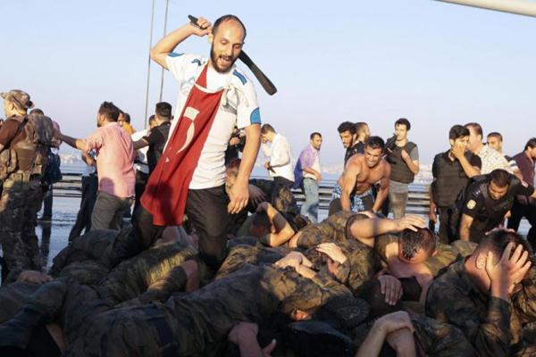 Turchia, anno zero: oggi tocca agli accademici