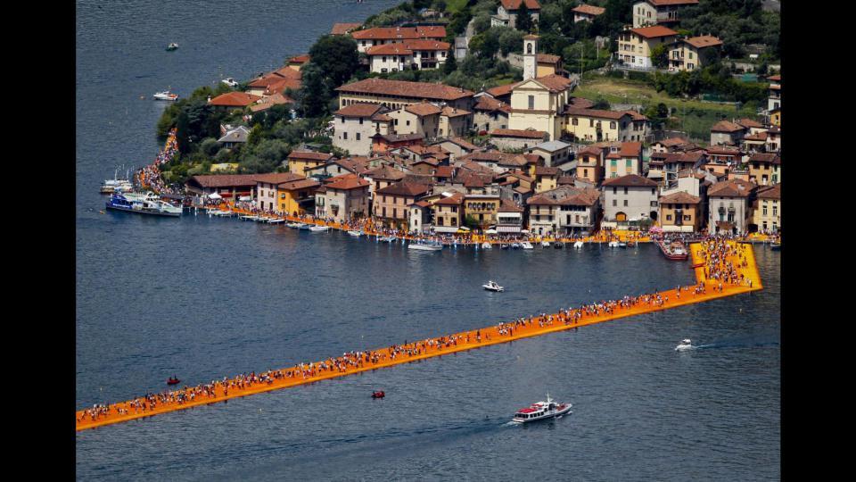 Christo ha sostato sul lago d'Iseo: pubblico da record