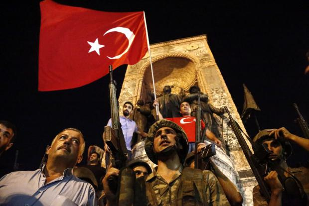 Turchia, l'esercito tenta il golpe e fallisce