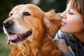 Donna-con-il-suo-cane