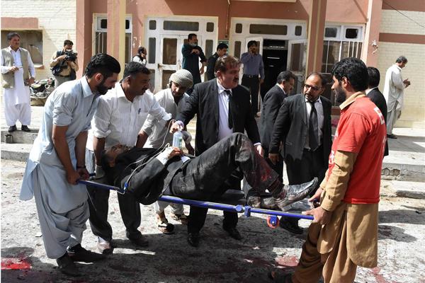 Pakistan, attentato in ospedale: 66 morti