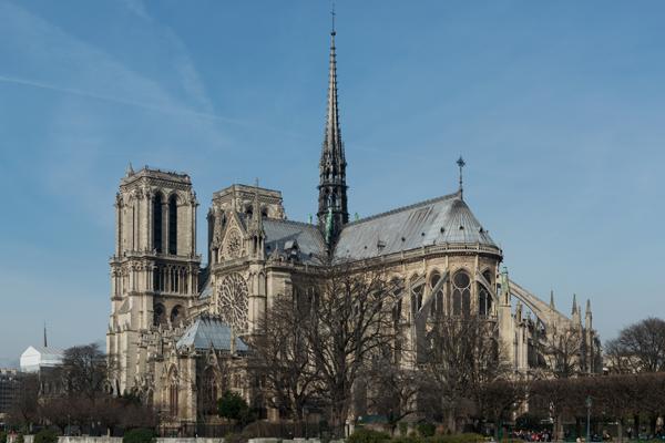 Allarme a Parigi, 6 bombole gas in auto