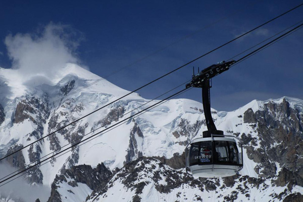 Guasto funivia: notte di paura sul Monte Bianco