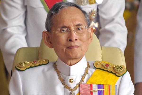 Thailandia: morto re Bhumibol, 70 anni sul trono