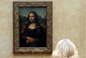 The Duchess of Cornwall views Leonardo Da Vinci's Mona Lisa during a visit to the Louvre Museum in Paris, France. PRESS ASSOCIATION Photo. Picture date: Tuesday May 28, 2013. See PA story ROYAL Paris. Photo credit should read: Chris Radburn/PA Wire