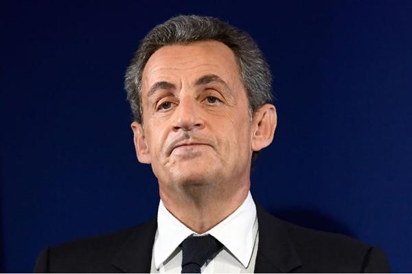 Eliseo, adieu: Sarkozy bocciato alle primarie
