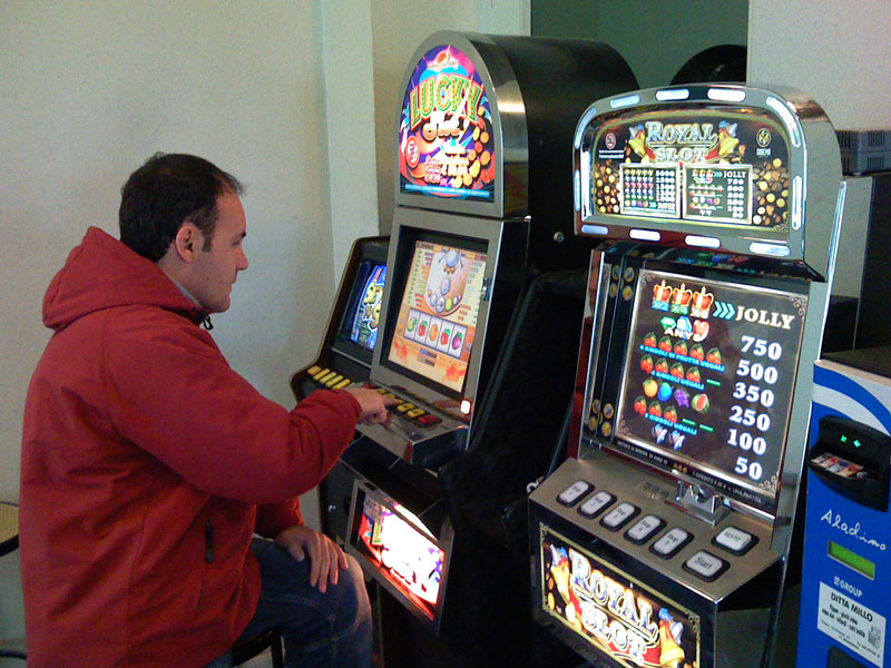 Roma dichiara guerra alle slot machine