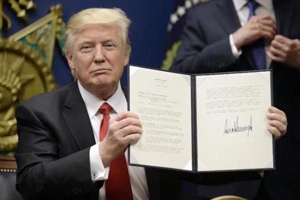 """USA in piazza contro il """"Muslim ban"""" di Trump"""