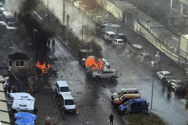 Turchia, un'altra bomba al tribunale di Smirne