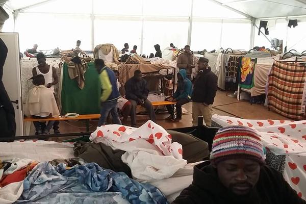 Muore migrante ivoriana, rivolta nel CPA