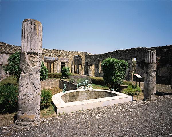 Pompei: crolla un muro e danneggia la Casa del Citarista