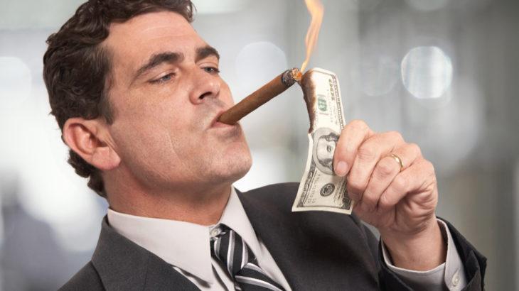Rapporto Oxfam: 8 super ricchi tengono in pugno il mondo