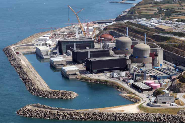 Fiamme in centrale nucleare, paura in Francia
