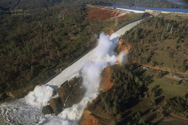 USA: allarme diga, 180 mila evacuati