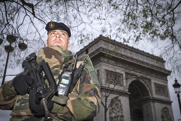 Jihadisti, sventato attentato a Parigi