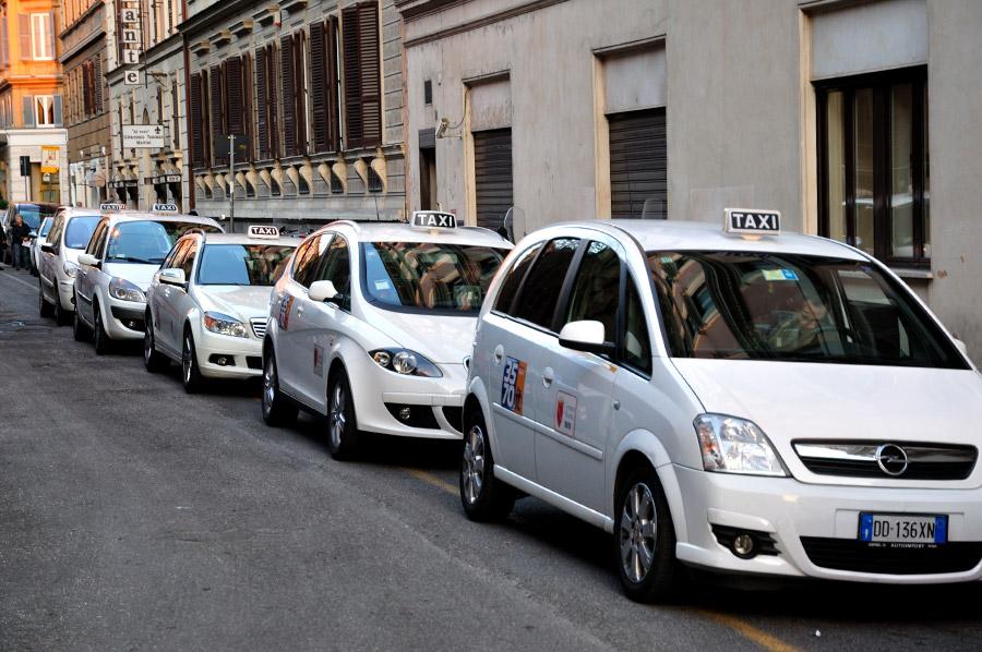 Taxi, è tregua: Governo ha un mese di tempo