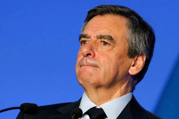 Presidenziali Francia, ora Fillon è indagato