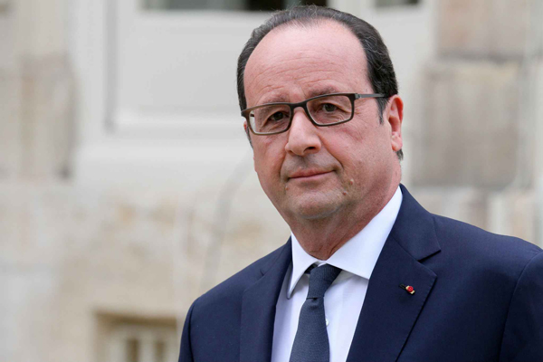 Hollande ci ripensa e si ricandida all'Eliseo