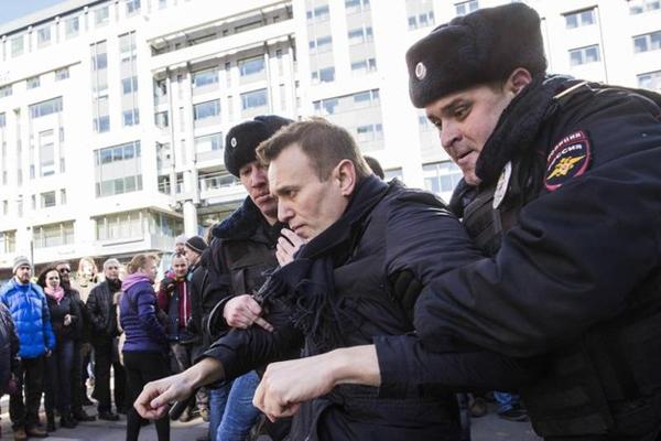 Navalnij in manette, USA e UE contro Putin