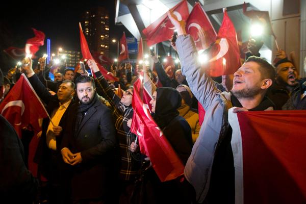 Turchia-Olanda, è scontro diplomatico