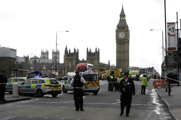 Attacco a Westminster, ucciso l'attentatore