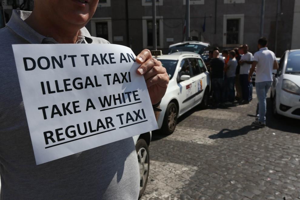 Roma, giovedì nero: è ancora sciopero taxi