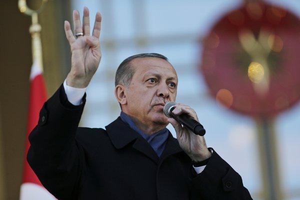 Trump fa i complimenti al sultano Erdogan