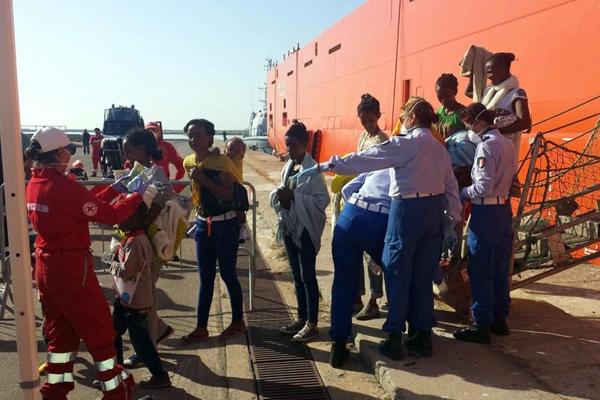 Migranti, 2000 sbarchi fra Sardegna e Calabria