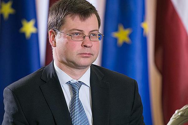 Conti pubblici, Dombrovskis promuove l'Italia