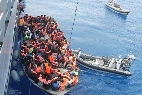 Migranti, l'Italia vuole chiudere i porti