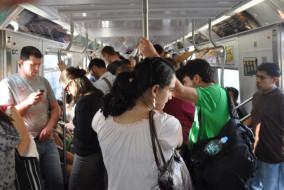 come-imparare-qualcosa-sullumanita-frequentando-i-mezzi-pubblici-1413297575822
