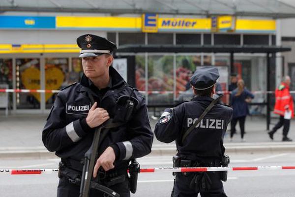 Coltellate al supermarket, un morto ad Amburgo