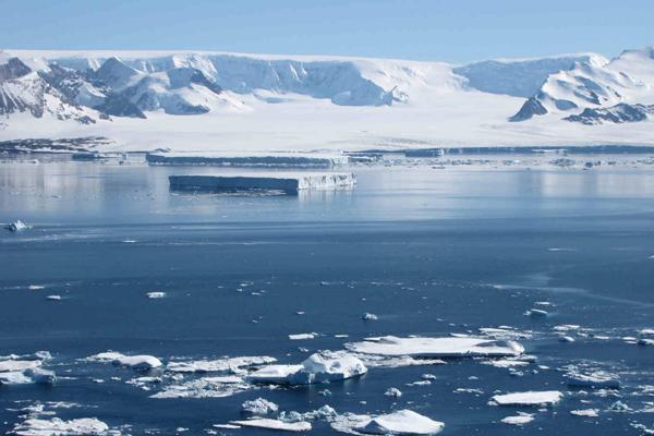 Antartide, si è staccato l'iceberg da record